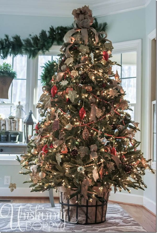 Rustic Christmas tree decorating ideas. Welcome and celebrate the holiday season with decorating and trimming a themed Christmas tree with your families and friends.