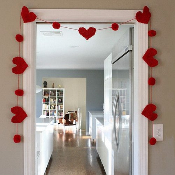 Heart garlands for Valentine's Day decoration. This hot red heart garland is an amazing DIY crafts decoration for your Valentine's Day! It is also good for red table runners, tablecloths, centerpieces, red tableware and glasses to create a beautiful table setting.