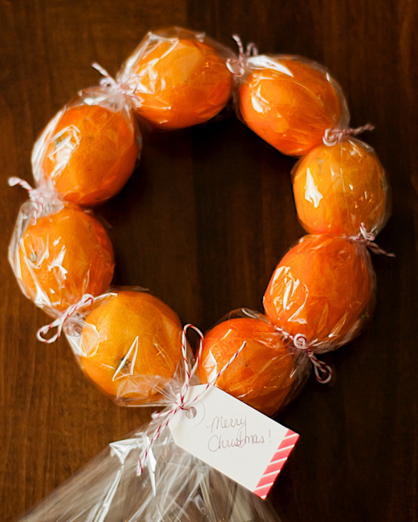 Christmas Neighbor Gift Ideas: DIY Clementine Wreaths