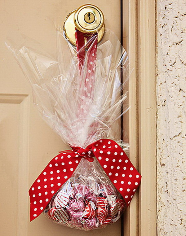 Christmas Neighbor Gift Ideas: A Bag of Hugs and Kisses