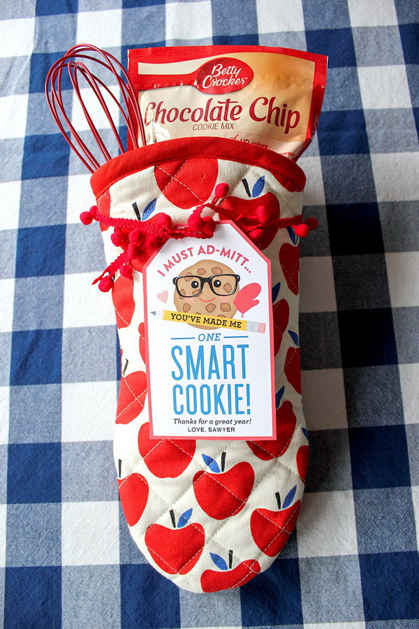 Christmas Neighbor Gift Ideas: Oven Mitt and Smart Cookie Neighbor Gifts