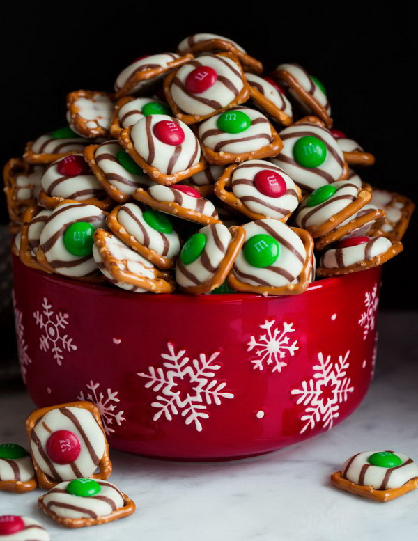 Quick and Easy Christmas Treat Ideas: Chocolate Pretzel M&M Hugs for Christmas.
