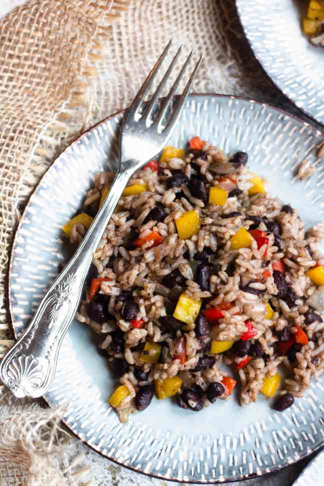 Gallo Pinto on blue plate with burlap