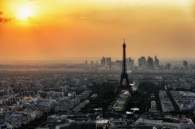 Година след парижките атентати животът във Франция стана по-суров