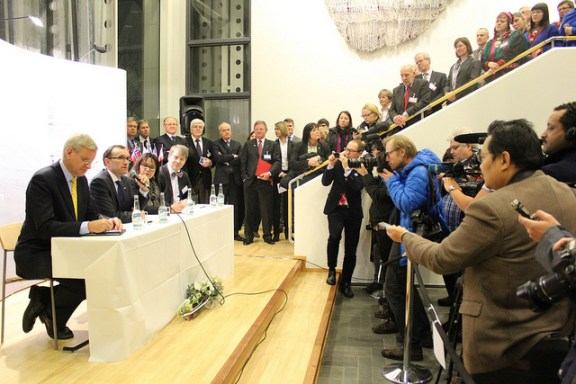 Arctic state ministers signing the agreement to create the permanent secretariat in Tromsø, Jan. 2013. (c) Arctic Council