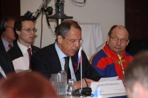 Russian FM Lavrov next to the President of the Norwegian Saami Parliament. © Jesper Hansen