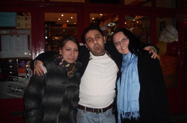 Dana, Ali ja minä Ciaon ulkopuolella.