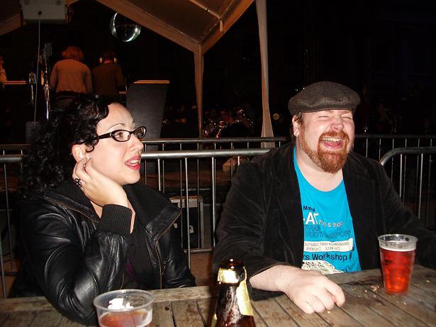 Leticia ja Alan Greenwichissä komediafestareiden loppumetreillä.