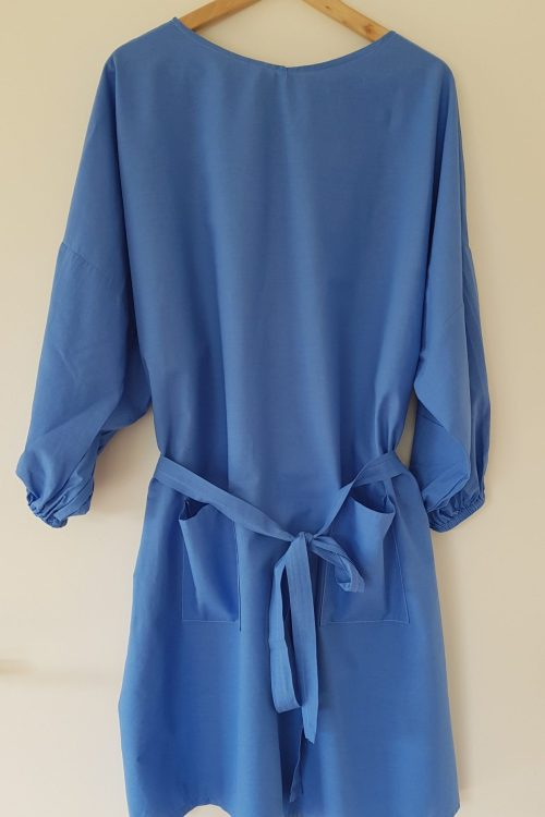 surblouse lavable en tissu uni bleu La Toute Bleue vue du devant