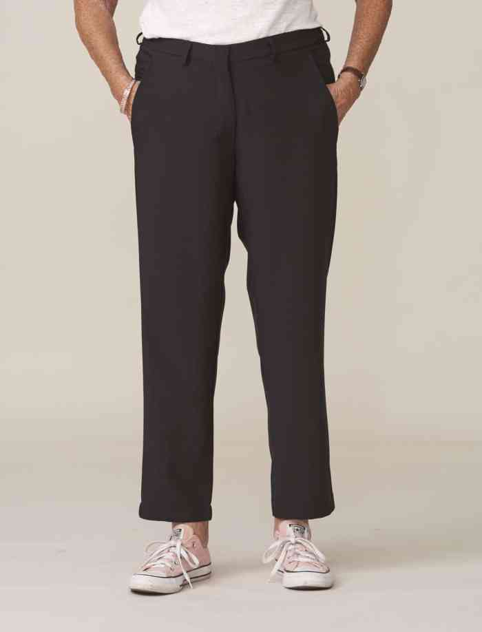 pantalon noir élégant adapté aux seniors sans bouton ni pression