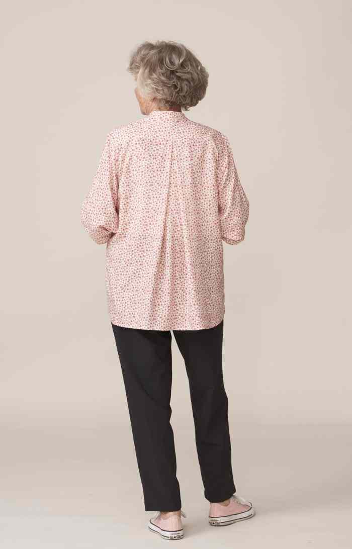 vêtements modernes et élégants pour senior