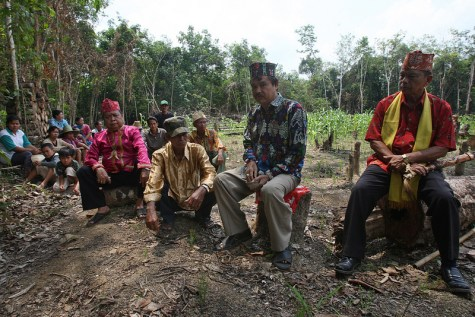 Dayak elders in Central Kalimantan perform traditional ceremonies that link them to the land. Achmad Ibrahim/CIFOR