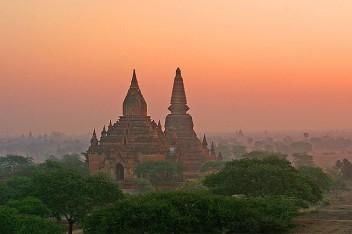 El lento crecimiento económico de Myanmar ha contribuido a la  preservación de gran parte de su cobertura forestal . Jean-Marie Hullot