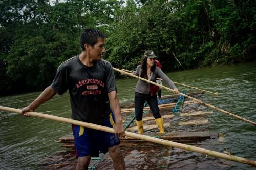 CIFOR scientist Elena Mejia, right, accompanying Kichwa villagers who are transporting wood downstream on the Arajuno River, Ecuador. Tomas Munita/ CIFOR