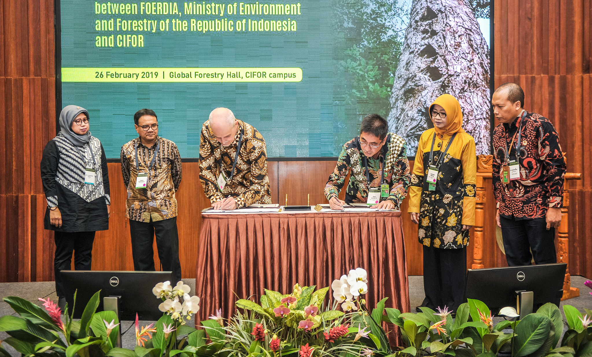 CIFOR and Indonesia government renew contract to protect forests