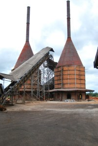 Oil palm mill in Indonesia. Photo: Agus Andrianto/CIFOR