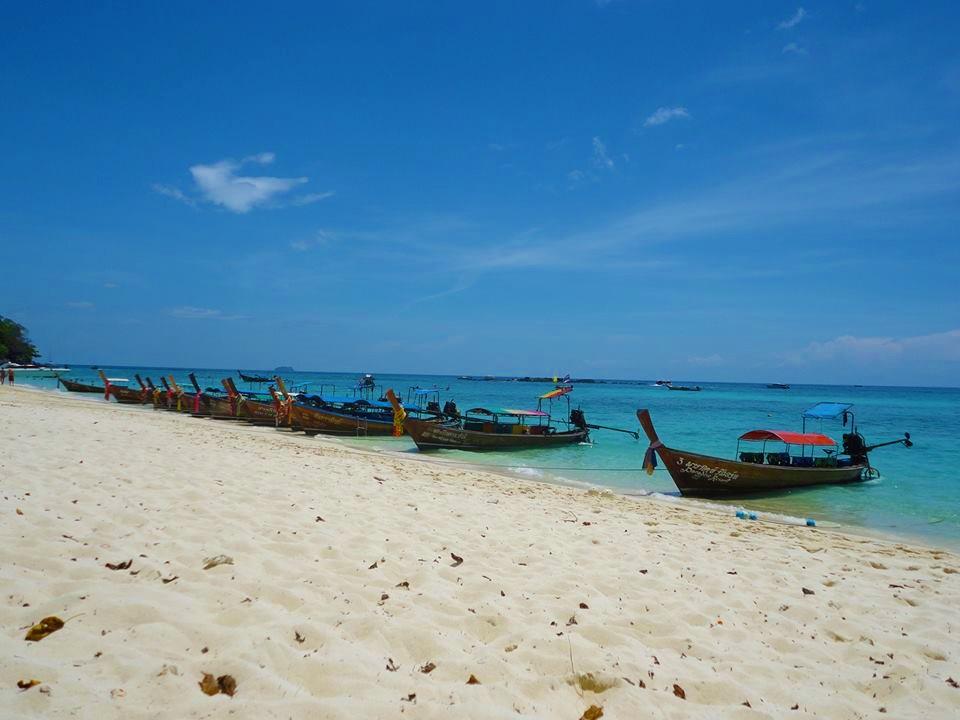 best islands in thailand-koh-phi-phi-beach