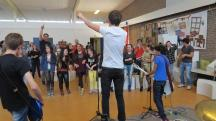 The Hague Idiots doneren instrumenten aan Asielzoekerscentrum Katwijk