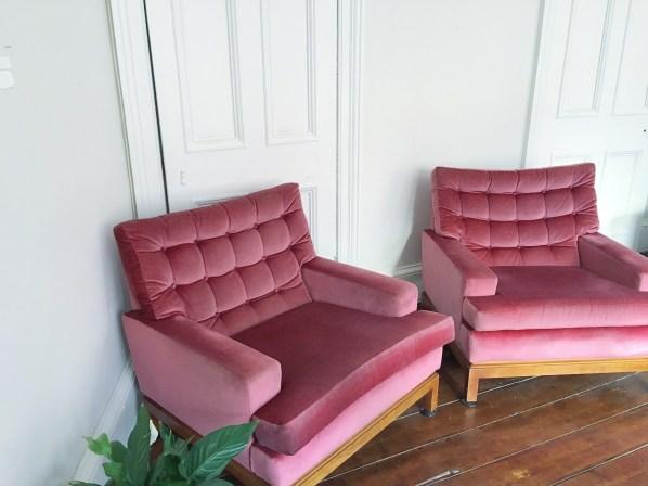 Pink retro sofa habiib