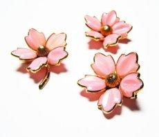 https://www.etsy.com/ca/listing/477069750/crown-trifari-trio-of-pinspendants-rose?