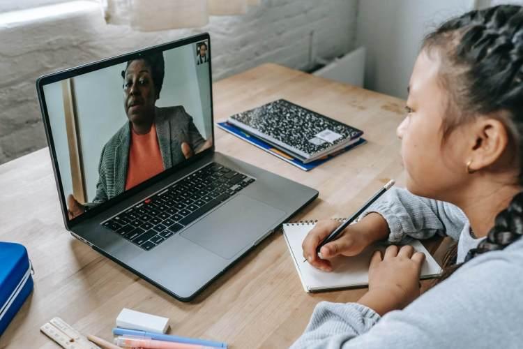 child in online tutoring