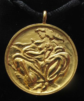 "LINDA LE KINFF ""WOMAN"" Signed Gold Medallion Necklace Pendant"