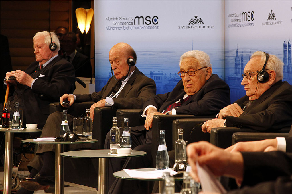 MSC_2014_Schmidt_GiscardDEstaing_Kissinger_Bahr2_Zwez_MSC2014-1024×683