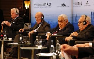 MSC_2014_Schmidt_GiscardDEstaing_Kissinger_Bahr2_Zwez_MSC2014-320×200
