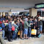 Wien_-_Westbahnhof_Migranten_am_5_Sep_2015-150×150