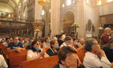 1024px-Mexican_Catholics_at_the_Metropolitan_Cathedral_Swine_Flu-230×140