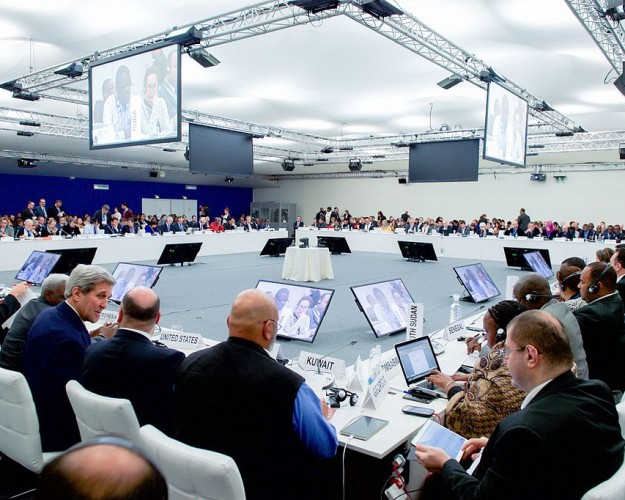 Secretary_Kerry_Joins_Plenary_Session_of_the_COP21_Climate_Change_Conference_23581886671-625×500