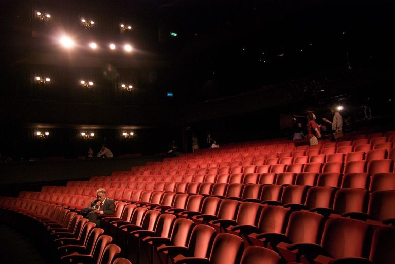 1024px-Richard_in_an_empty_theater-768×514