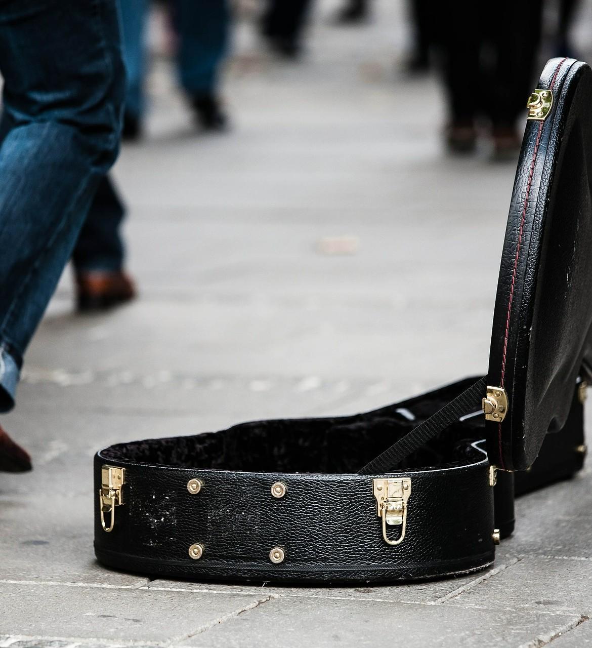 guitar-case-485112_1920-1170×1280