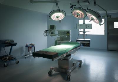 임신준비-제왕절개-마취-수술대
