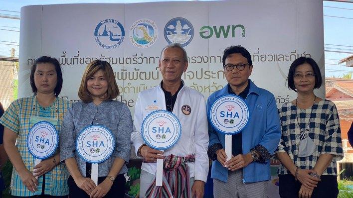 Thai tourism minister leads expats on Ratchaburi canal tour