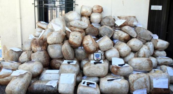 Narcos» στη Μακρόνησο καταδίωξη με ταχύπλοα και σφαίρες picsvid