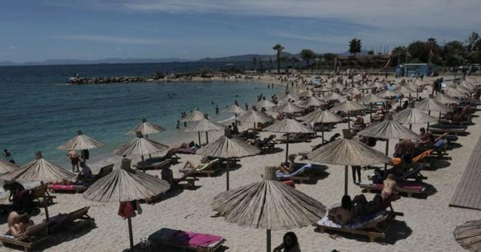"""""""Ανάσες-δροσιάς""""-στις-παραλίες-αναζήτησαν-οι-Αθηναίοι-–-Μποτιλιάρισμα-στην-παραλιακή,-συνωστισμός…"""