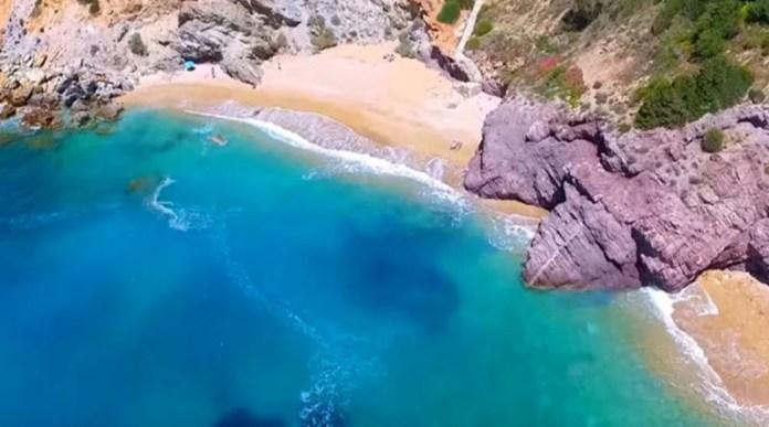 Οι-παραλίες-«καβάτζες»-της-Ανατολικής-Αττικής:-Μπάνιο-μακριά-από-την-πολυκοσμία-(φωτό)