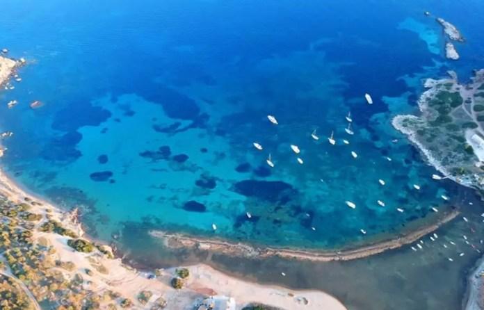 Οι-παραλίες-σαν-διαμάντια-μια…-ανάσα-από-την-Αθήνα