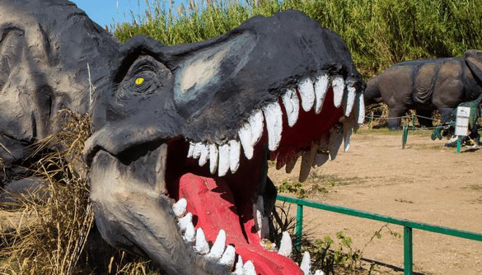 Η-Εποχή-των-Δεινοσαύρων-επέστρεψε…-στο-Πολιτιστικό-Πάρκο-Κερατέας-–-artemidanews.gr