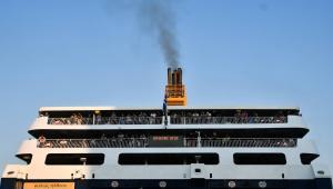 Στο-Λαύριο-το-πλοίο-aqua-star-που-παρουσίασε-μηχανική-βλάβη