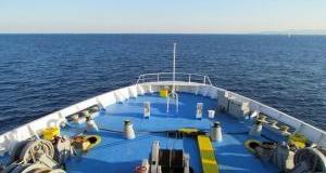 Έφτασε-στο-λιμάνι-του-Λαυρίου-το-πλοίο-aqua-star