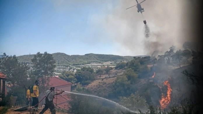 Φωτιά-στην-Κερατέα:-Κάτοικος-έσωσε-τη-μάνα-και-το-σπίτι-του…