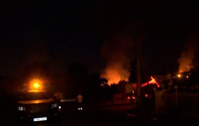Φωτιές-στην-Αττική:-Ολονύκτιες-μάχες-με-τις-φλόγες-από-τις-επίγειες-δυνάμεις-σε-Βίλια-και-Κερατέα