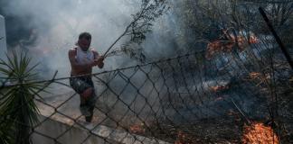 Ανεξέλεγκτο-το-μέτωπο-φωτιάς-στα-Βίλια-–-Εκκενώθηκαν-5-οικισμοί-και-γηροκομείο