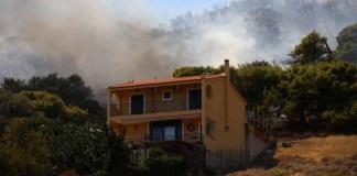 Φωτιά-στη-Λαυρεωτική:-Έχει-οριοθετηθεί-η-πυρκαγιά-–-Οι-πυροσβέστες-περιβρέχουν-την-περίμετρο
