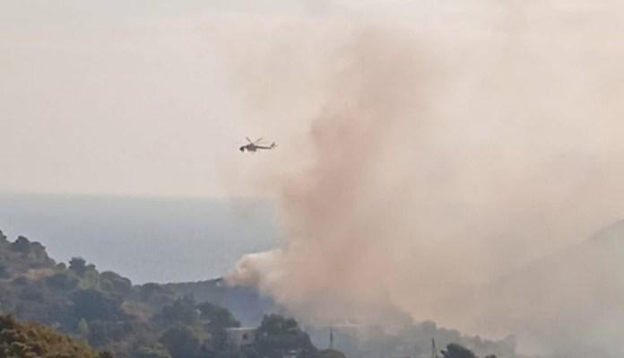 Οι-πρώτες-εικόνες-από-τη-φωτιά-στην-Κερατέα-–-Εκκενώθηκε-οικισμός-(φωτό-&-βίντεο)