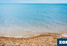 Λίγο-πριν-το-φινάλε-του-καλοκαιριού:-Η-τελευταία-απόδραση-στην-ωραιότερη-παραλία-της-Αττικής