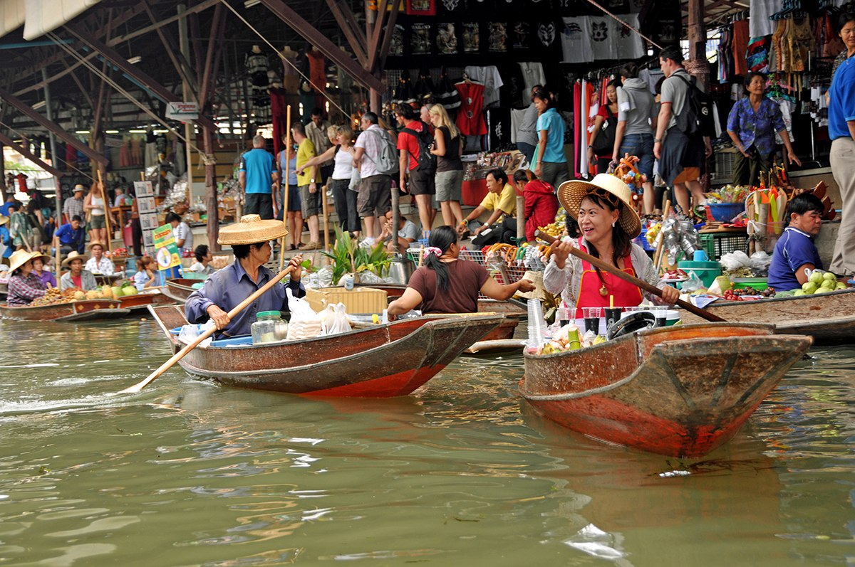 tom yum floating market free
