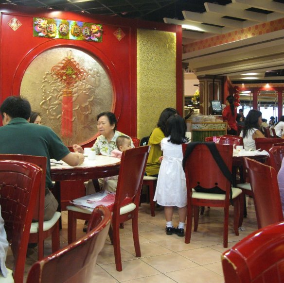 Wing Lai family dining s